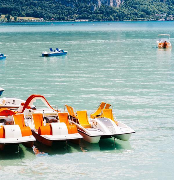 Pédalo, bateau ou paddle sur le lac